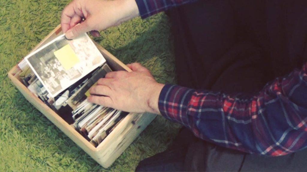 Wohnraumdiät: Fotoalben auflösen und Fotos in die Box